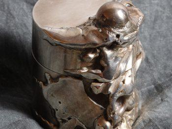 La boite à la petite boule œuvre d'art par Alain Vuillemet