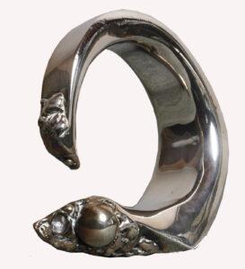 Bracelet serpent une pièce de bijouterie pour la valorisation d'événements