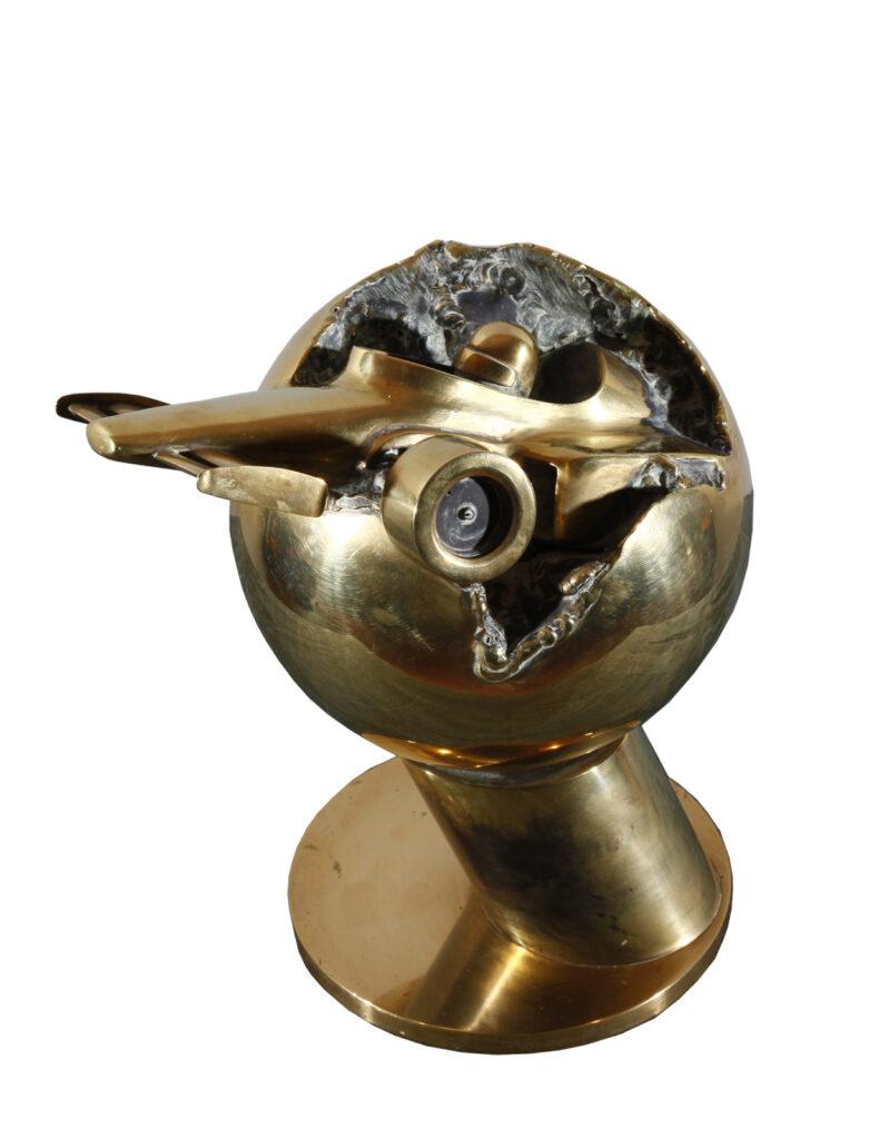 Formule 1 un trophée sculpture en laiton poli par Alain Vuillemet