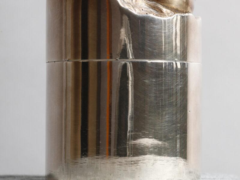 Boite cylindre une œuvre par Alain Vuillemet