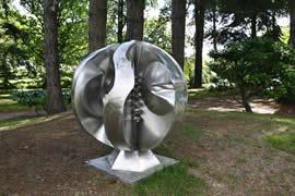 Le partage des richesses - sculptures inox monumentales réalisée en chaudronnerie dans le parc d'Art Milin