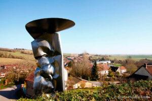 Ovni sculpture monumentale inox, achat de sculptures- ASAVAT, exposée sur le Chemin des Arts