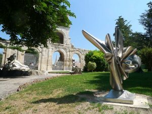 Bouquet d'espoir sculpture exposée pour sculptures été Arles 2009