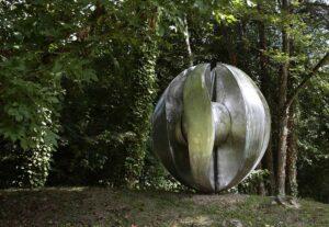 Le Dialogue des sept lunes sculptures monumentale réalisée en chaudronnerie d'inox