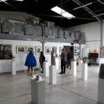 """Une autre vue de l'exposition portes ouvertes de l'Yonne 2019 coté mezzanine, salle d'exposition """"Les Cubes"""""""