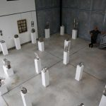 """Une autre vue de l'exposition portes ouvertes de l'Yonne 2019 du haut de la mezzanine, salle d'exposition """"Les Cubes"""""""