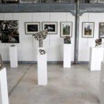 Sur la cimaise les photos de Philippe Cibille. L'ensemble crée pour la nuit des musées 2013 au Creusot Montceau, performance sonore Metallophonie