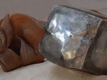 Cosmos et Cube mutant pour l'installation artistique Dune céramique et inox